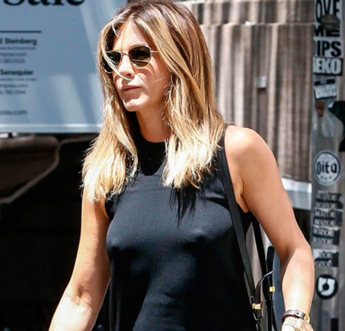 Jennifer aniston en la calle sin ropa interior tv y for Descuidadas sin ropa interior