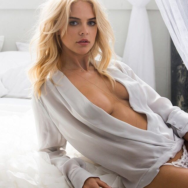 Playmate @racheltharris gives us a glimpse into a picture perfect Sunday. More outtakes from Rachel's pictorial - link in bio @Playboy
