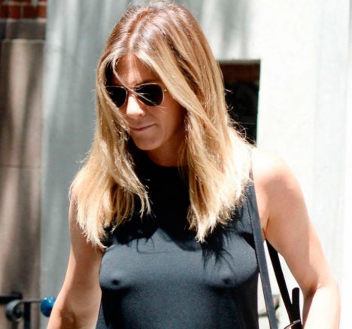 Jennifer aniston en la calle sin ropa interior tv y for Rihanna sin ropa interior