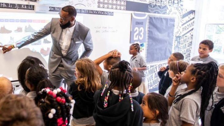 LeBron does not forget its origins and opens a school for low-income children