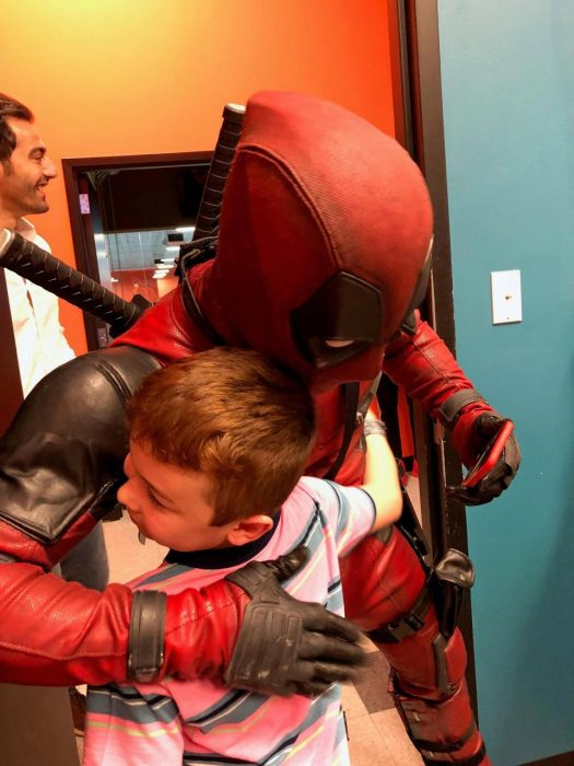 Niño con Deadpool