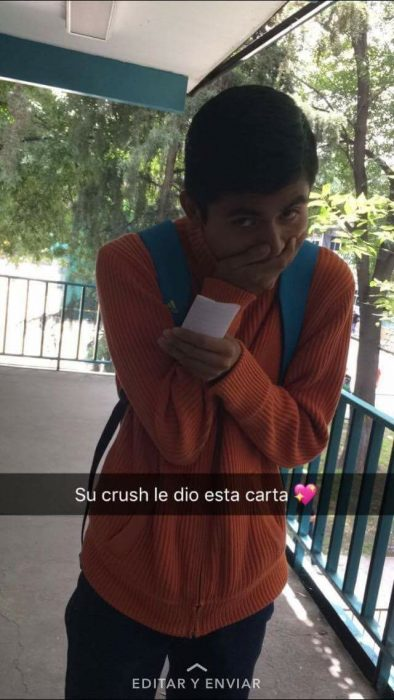 Su crush le dio una carta
